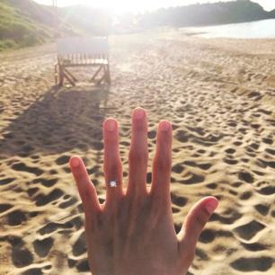 Take off your wedding ring01