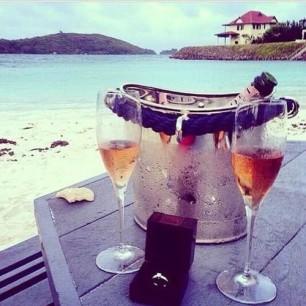 Ha a romantika jelképe szerinte a pezsgőHa a romantika jelképe szerinte a pezsgő