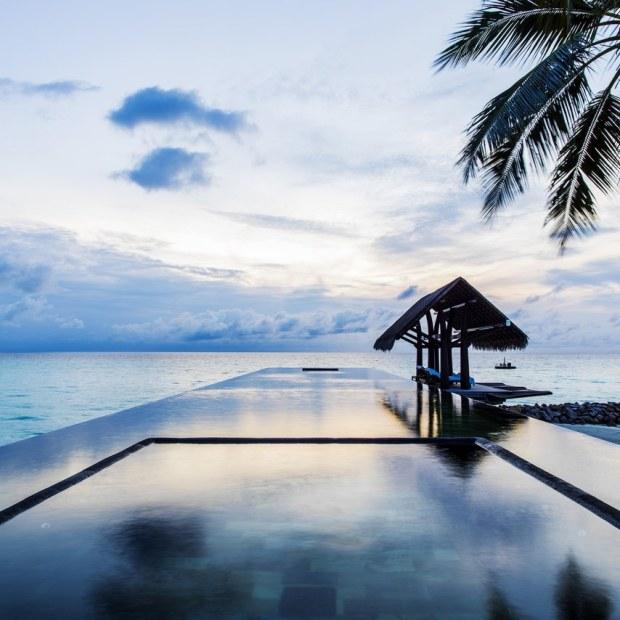 Maldives_One&Only_ReethiRah_Pool&Beach_LapPool-1